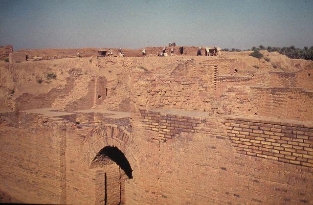 発掘されたバビロンの遺跡