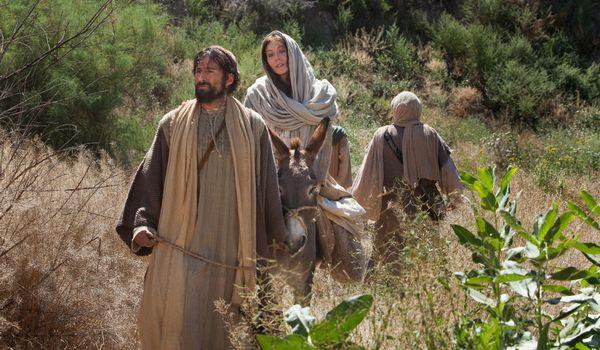 住民登録のためベツレヘムへ向かうヨセフと身重のマリア