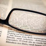 聖書の正しい読み方はどちらか?福音主義とリベラルとの議論